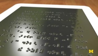 36125078_il-display-con-alfabeto-braille-2